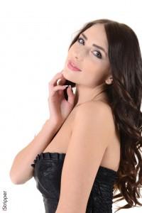 Busty Niemira Stripper : Niemira striptease