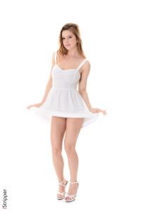 Little Angel Stripper : Vanessa Mio striptease